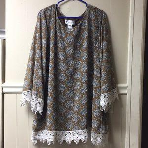Lady Noiz top with crochet lace detail